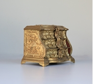 Picture of A DECORATIVE KEEPSAKE BRASS CHEST