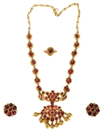 Picture of A SUIT OF CHETTINAD JEWELLERY WITH BURMESE RUBIES(c. 1920)