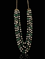 Picture of A GENTS PEARL AND EMERALD FOUR LINE KANTHA (NECKLACE)
